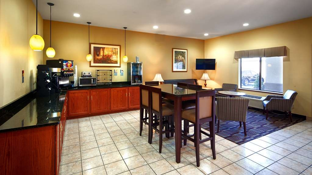 Best Western Clearlake Plaza - Rise and shine with a complimentary breakfast every morning.