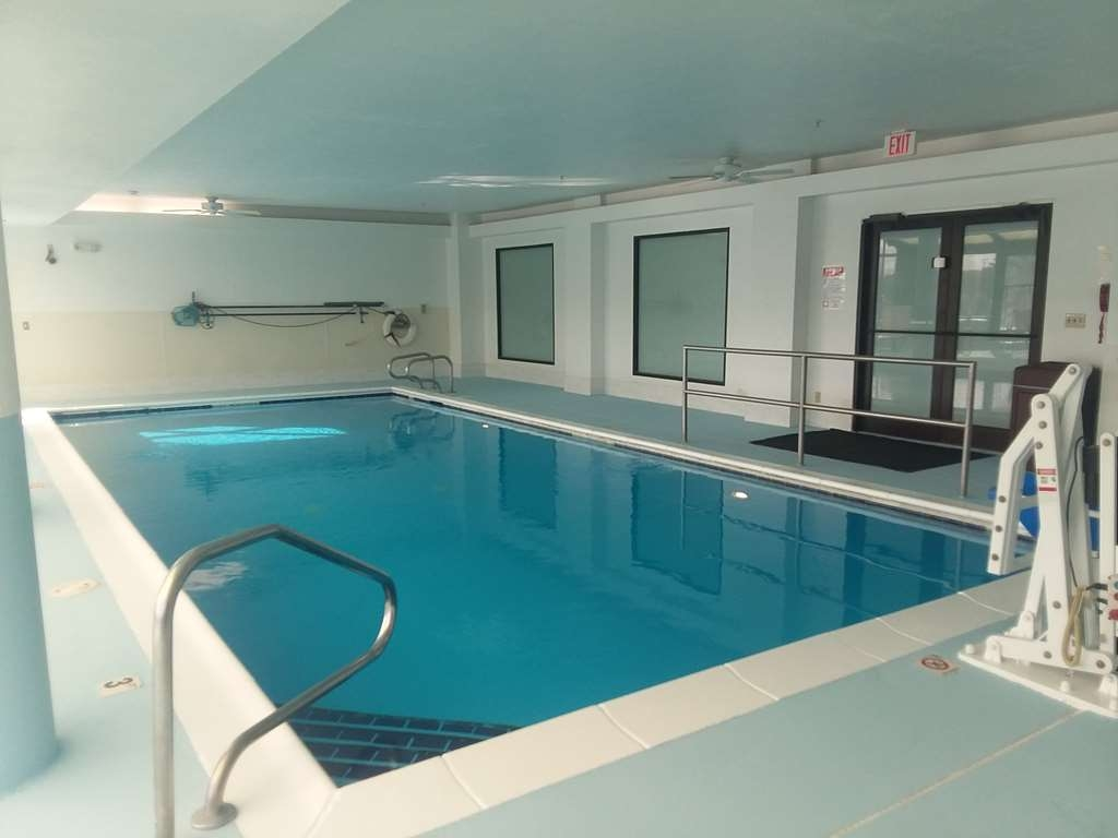 Best Western Joliet Inn & Suites - Piscina