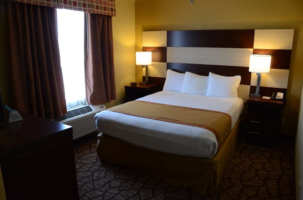 Best Western Joliet Inn & Suites - Presidential Suite Bedroom