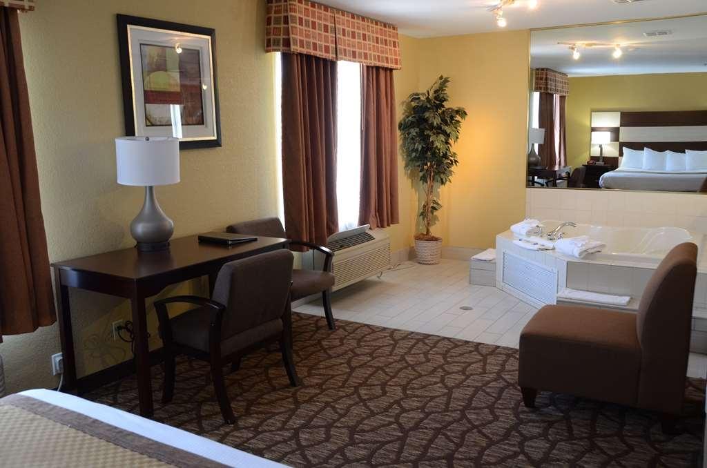 Best Western Joliet Inn & Suites - Whirlpool Suite