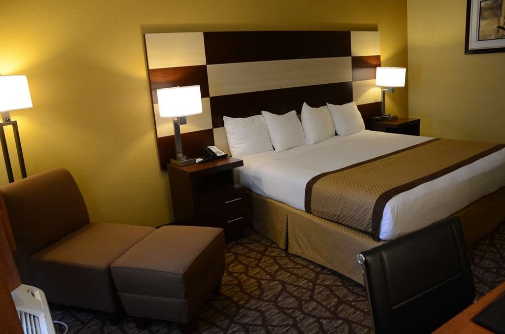 Best Western Joliet Inn & Suites - Our spacious king standard guest room has all the comforts of home at your fingertips.