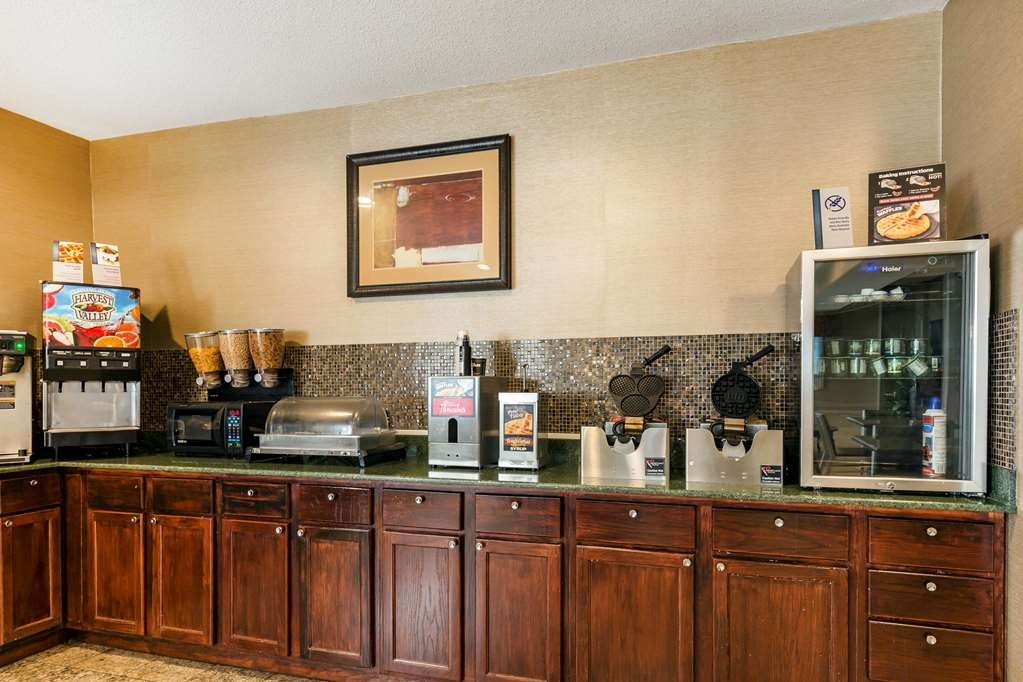 Best Western Des Plaines Inn - Rise and shine each morning with a complimentary full breakfast!