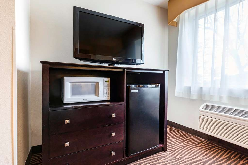 Best Western Des Plaines Inn - Enjoy all the comforts of home in our King Guest Room.