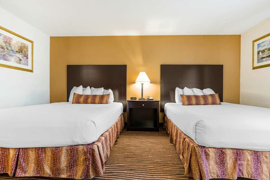 Best Western Des Plaines Inn - Our standard Two Queen Guest Room offers the comforts of home with a few added amenities that will make your stay extra special.