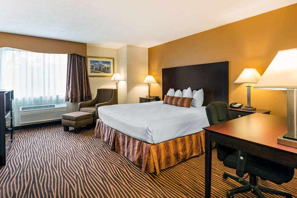 Best Western Des Plaines Inn - Stretch out and relax in the King Guest Room.