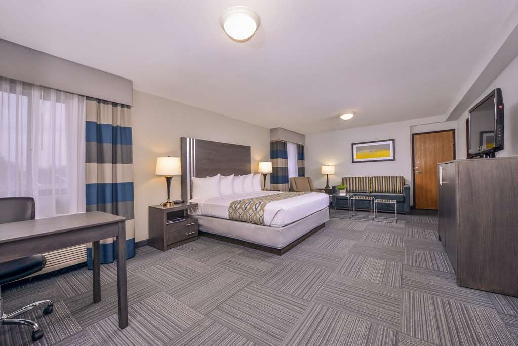 Best Western Naperville Inn - Pull back the covers, hop in and catch your favorite TV show in our King Guest Room with sofa bed.