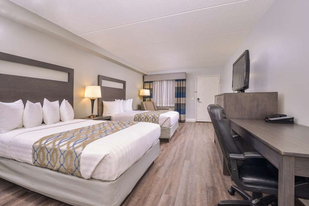 Best Western Naperville Inn - Travelling with family or friends? Stretch out and relax in our two double bed guest room.