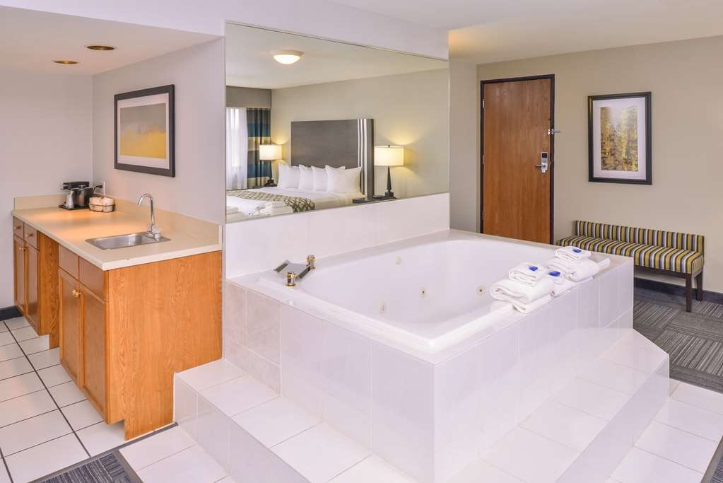 Best Western Naperville Inn - Our Presidential Suite is a lovely room that can be used for a Lovers Get Away or as Reception Room for the Mother of the Bride. There are many uses for this lovely room that has a wet bar and a hot tub.