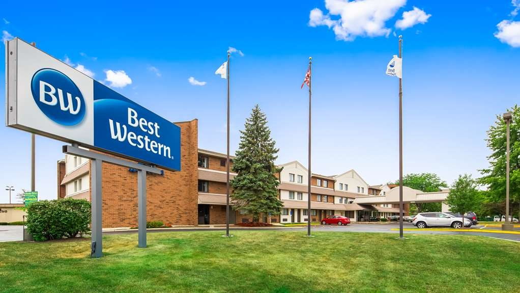Best Western Naperville Inn - Welcome to the Best Western Naperville Inn! Come experience the fully redesigned rooms.