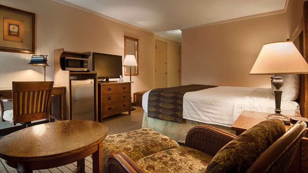 Best Western Prairie Inn & Conference Center - If you need a business king room on the ground floor with a patio or just a standard room we've got you covered.