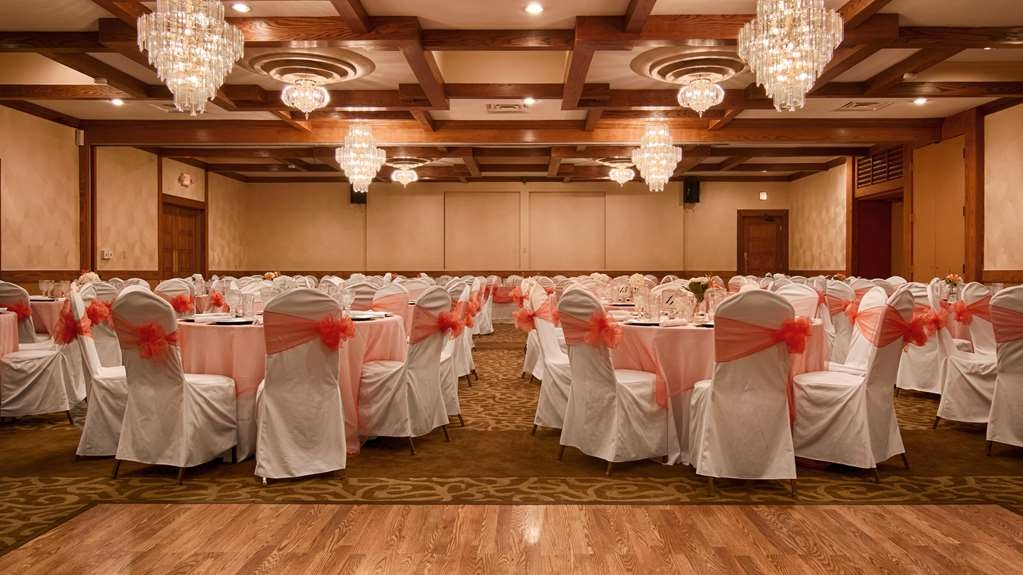 Best Western Prairie Inn & Conference Center - Our location in Galesburg is the perfect choice for your next wedding date!