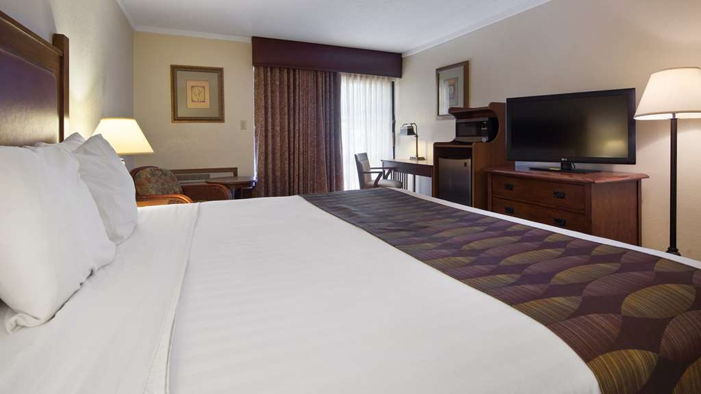 Best Western Prairie Inn & Conference Center - Designed for corporate and leisure traveler alike, make a reservation in this One King Guest Room.