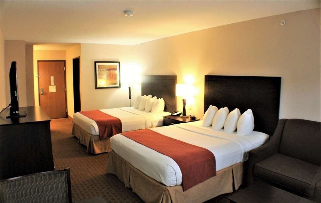 Best Western Lorson Inn - Queen Mini Suite with 2 queen beds, sofa sleeper, and activity table.