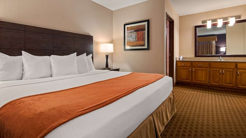 Best Western Lorson Inn - Enjoy some privacy in our king suite where the bedroom is separate from the living area.