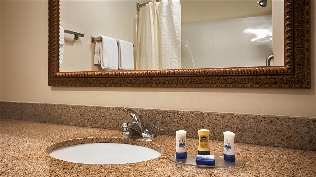 Best Western Legacy Inn & Suites Beloit-South Beloit - Sie haben Ihr Shampoo vergessen? Machen Sie sich keine Sorgen, wir stellen Ihnen kostenlos Shampoo, Spülung und Lotion zur Verfügung.