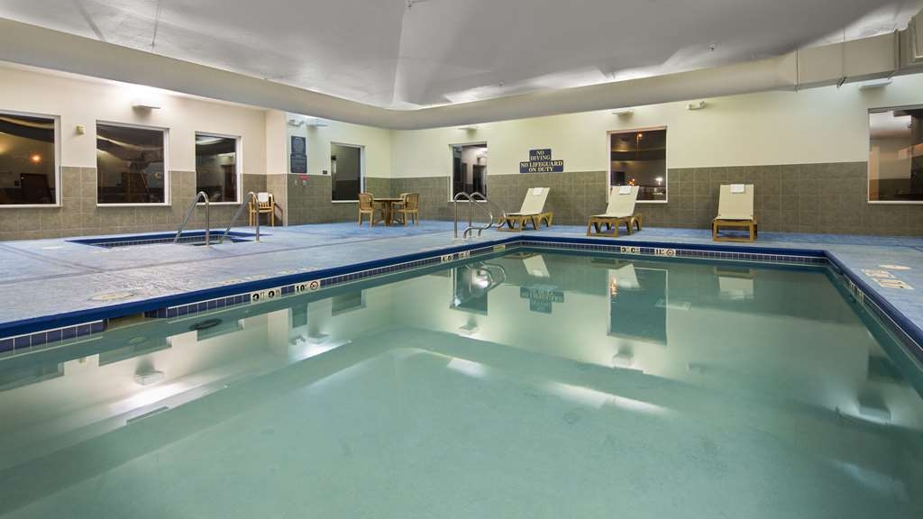Best Western Legacy Inn & Suites Beloit-South Beloit - Vue de la piscine