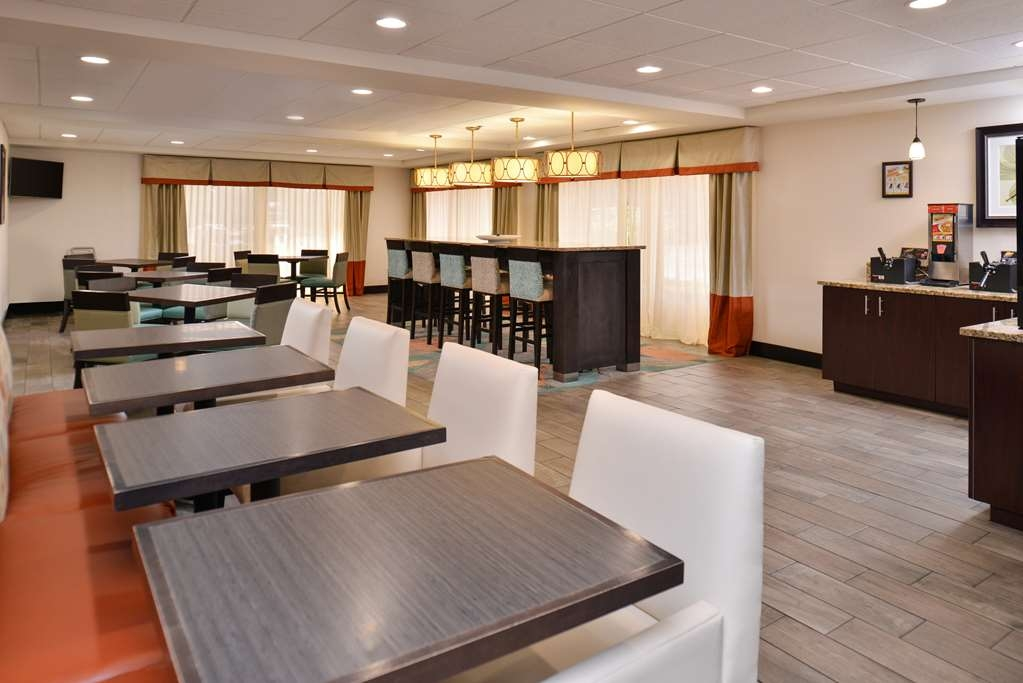 Best Western Plus Chicagoland - Countryside - Desayuno Buffet