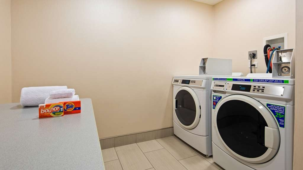 Best Western Plus Chicagoland - Countryside - Laundry Room