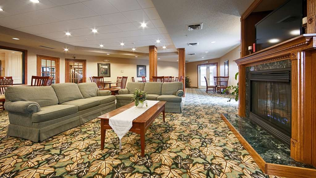 Best Western Annawan Inn - Come and enjoy our cozy lobby, offering a place to socialize with other guests or members of your party.