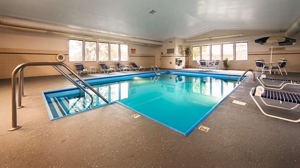 Best Western Annawan Inn - Don't let the weather stop you from jumping in, our indoor pool is heated year-round for you and your friends.