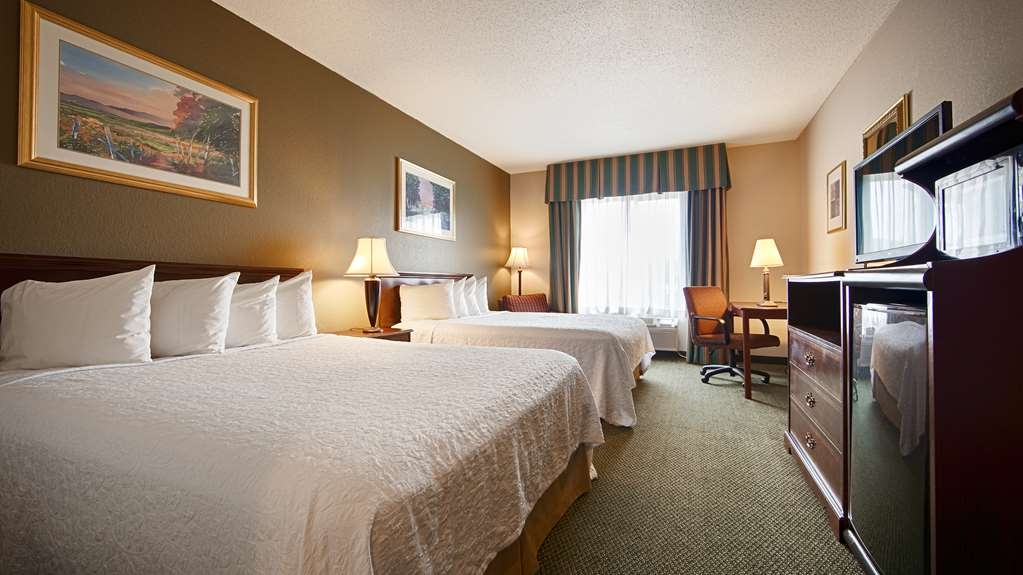 Best Western Annawan Inn - Bring your whole family along and book a two queen standard guest room.