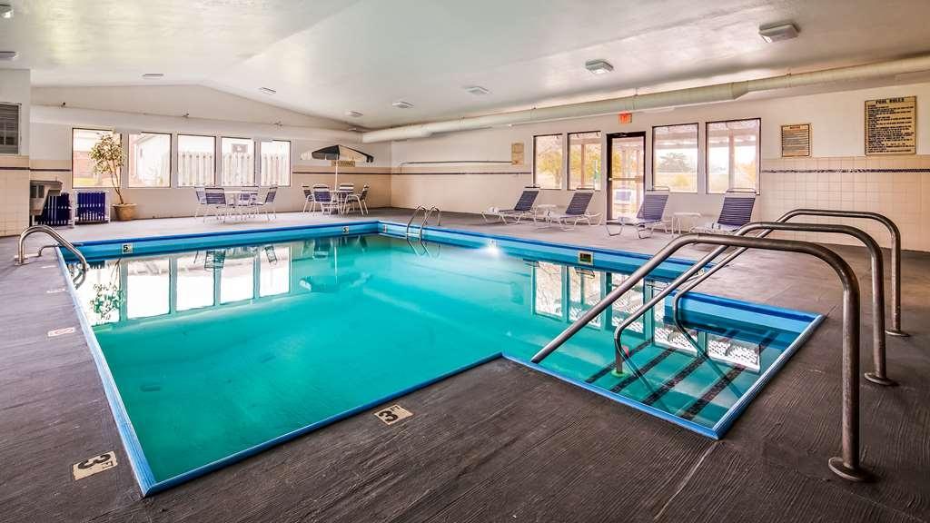 Best Western Annawan Inn - Vue de la piscine