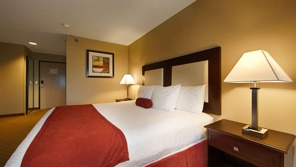 Best Western Macomb Inn - Our spacious king guest room has all the comforts of home at your fingertips.