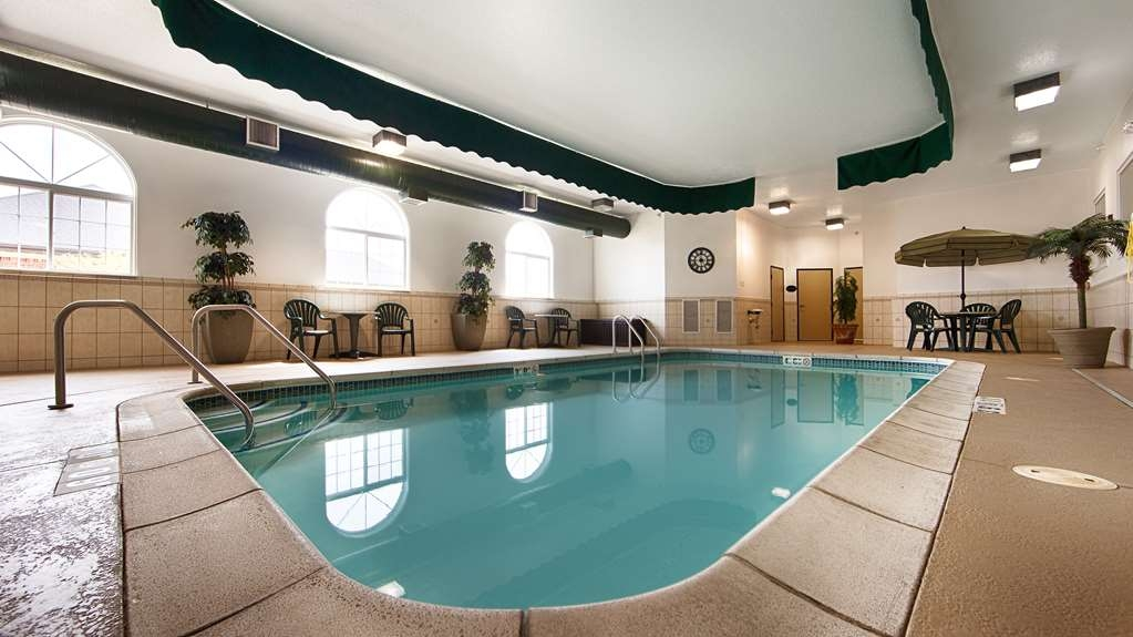 Best Western Macomb Inn - Our indoor pool is heated, towels and seating available for guests.