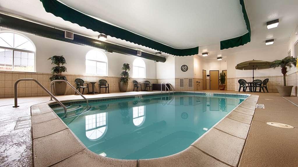 Best Western Macomb Inn - Vista de la piscina