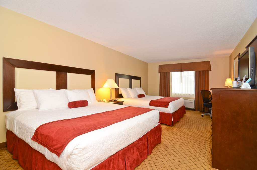 Best Western Macomb Inn - Traveling with family? Our Double Queen Rooms offer great accomodations for larger groups.