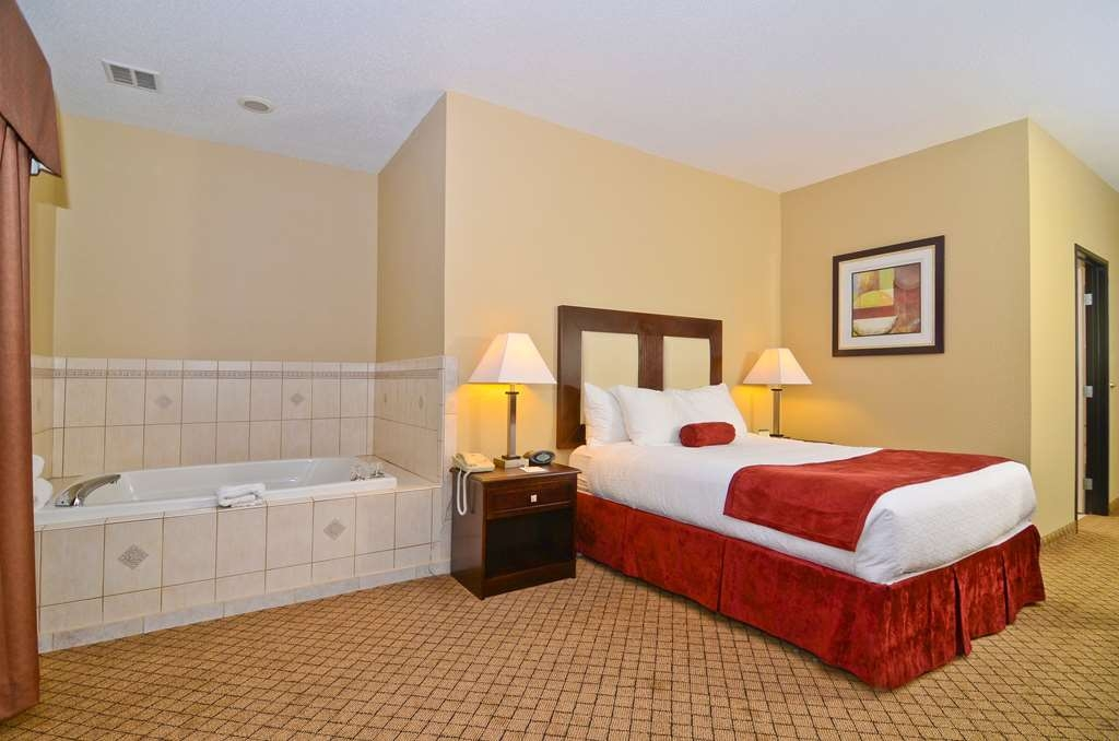 Best Western Macomb Inn - Our Queen Suite features a spacious whirlpool tub, great for relaxing.