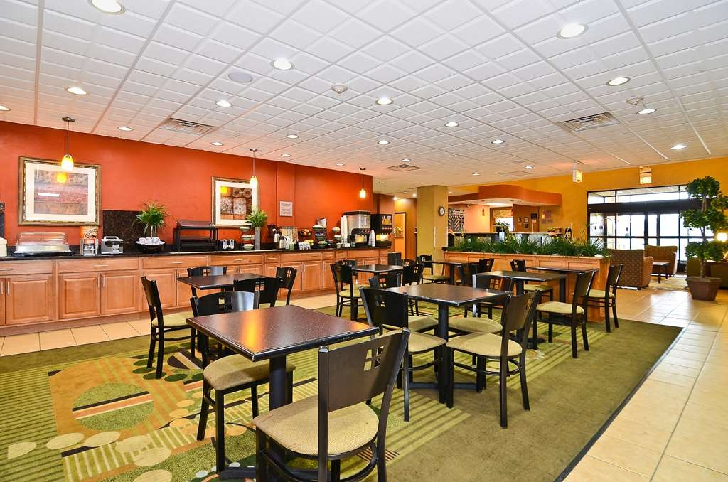 Best Western Chicago Southland - Enjoy our delicious hot breakfast buffet served daily.