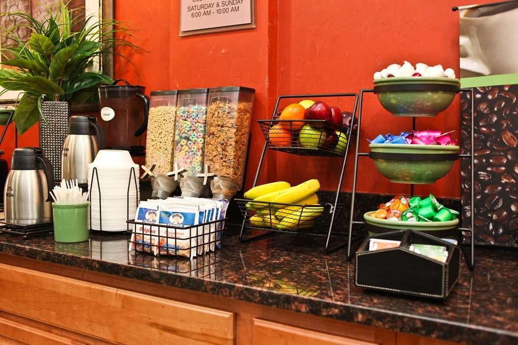Best Western Chicago Southland - Breakfast is served 6am-9am on weekdays and from 6am-10am on weekends.