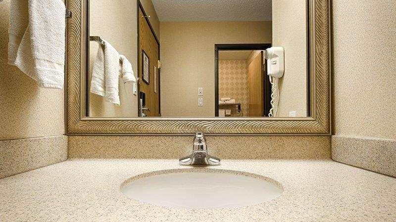 Best Western Oglesby Inn - Forgot Shampoo? Don't worry we have you covered. Complimentary shampoo, conditioner and lotion are provided.