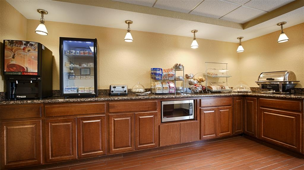 Best Western Plus Parkway Hotel - Even if you're in rush, don't miss the most important meal of the day.