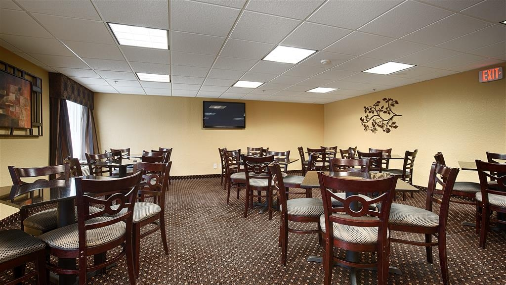 Best Western Plus Parkway Hotel - Zum Frühstück erwartet Sie eine breite Auswahl an Sitzplätzen.