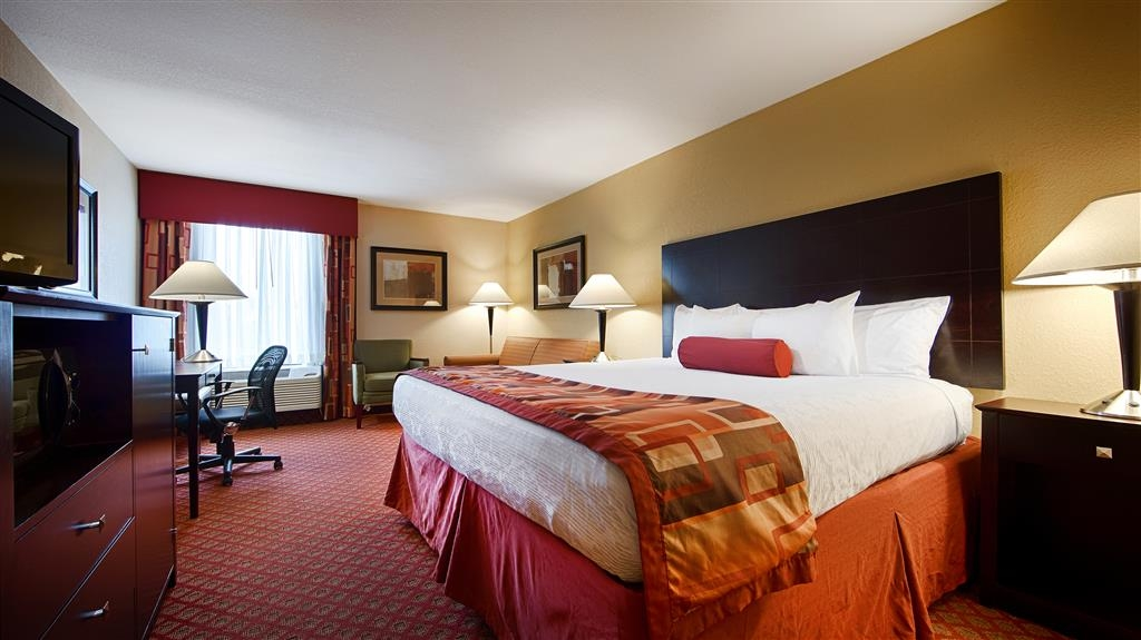 Best Western Plus Parkway Hotel - Our spacious king standard guest room has all the comforts of home at your fingertips.
