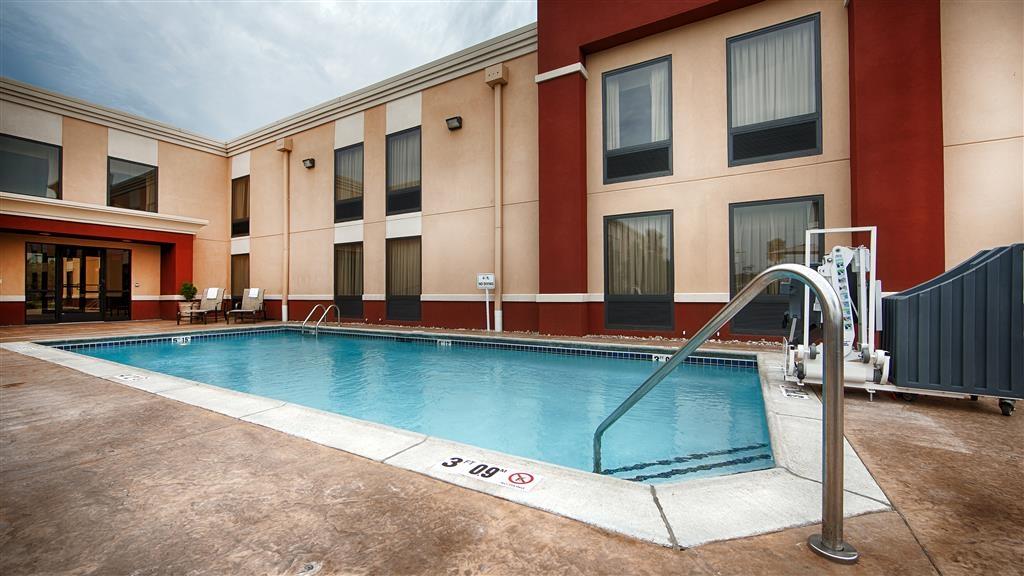 Best Western Plus Parkway Hotel - Poolansicht