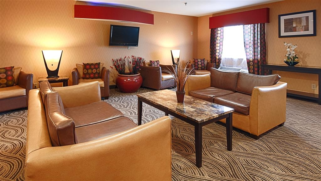 Best Western Saluki Inn - Come and enjoy our cozy lobby, offering a place to socialize with other guests or members of your party.