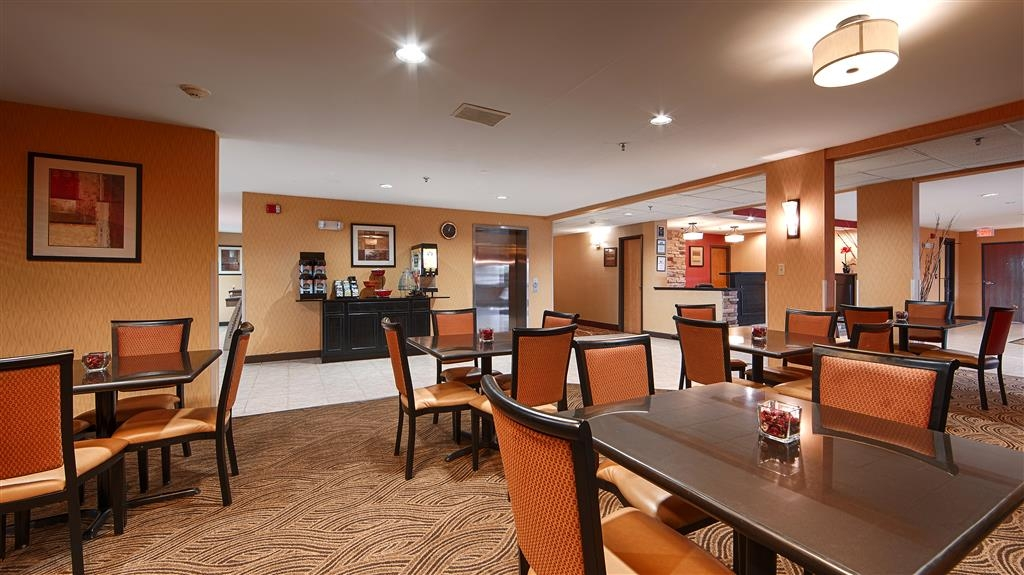 Best Western Saluki Inn - Even if you're in rush, don't miss the most important meal of the day.