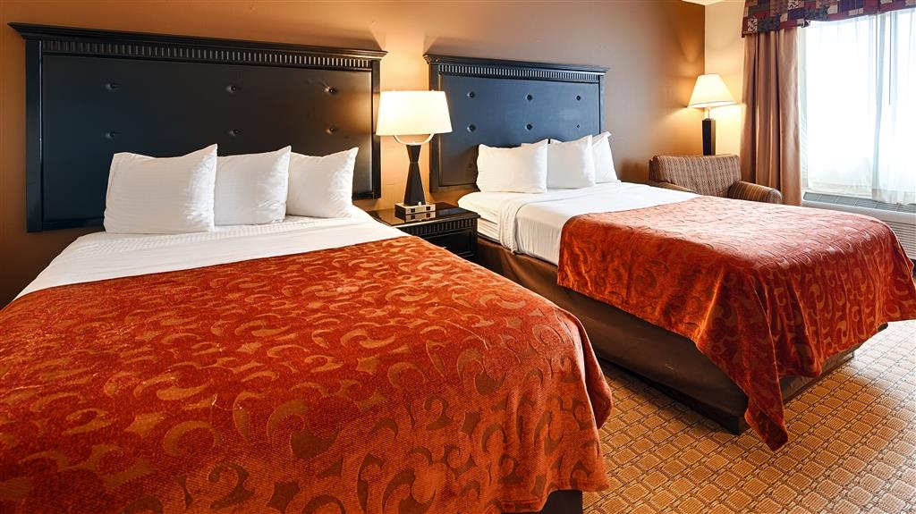 Best Western Saluki Inn - Bring your whole family along and book a two double bed standard guest room.
