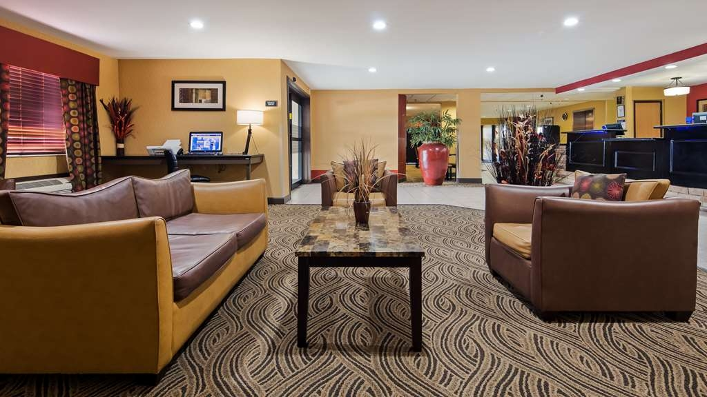 Best Western Saluki Inn - First impressions are the most important, and our chic lobby is no exception to that rule.