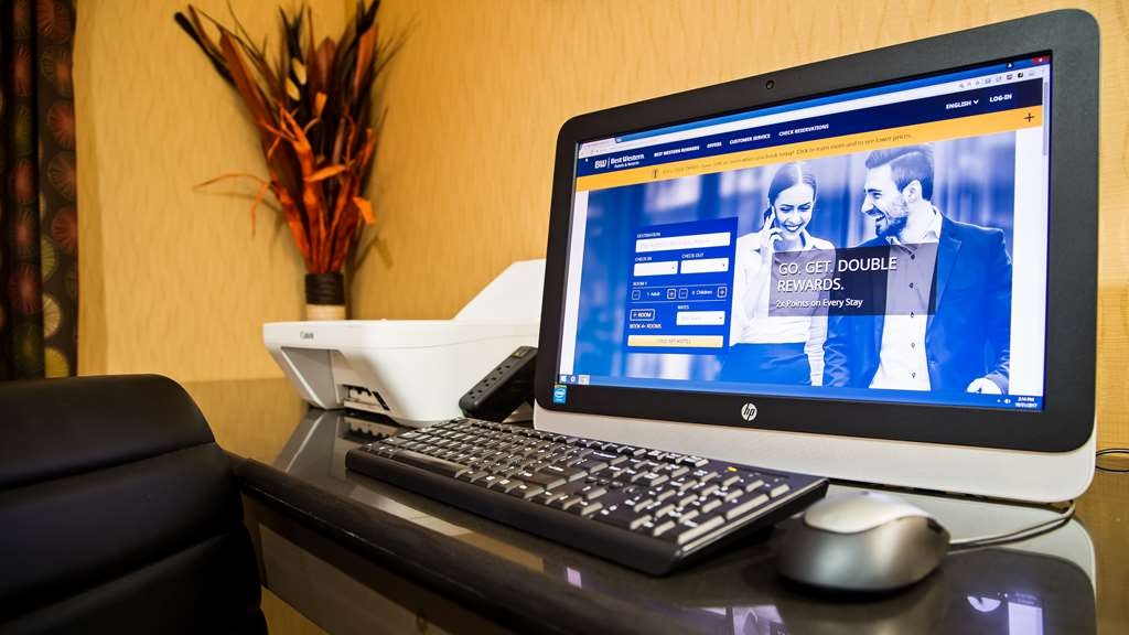 Best Western Saluki Inn - Keep connected with your loved ones in our business center.