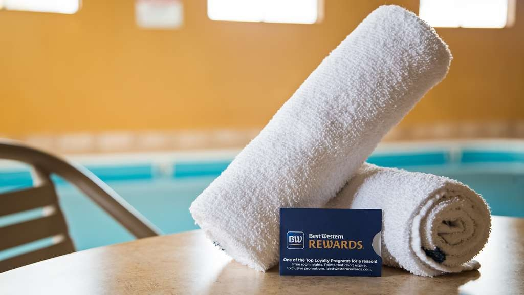Best Western Saluki Inn - Take a well-deserved break by our pool and go get rewarded!