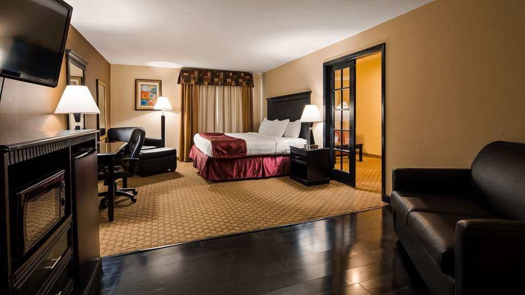 Best Western Saluki Inn - If you're looking for a little extra space to stretch out and relax, book one of our king suites.