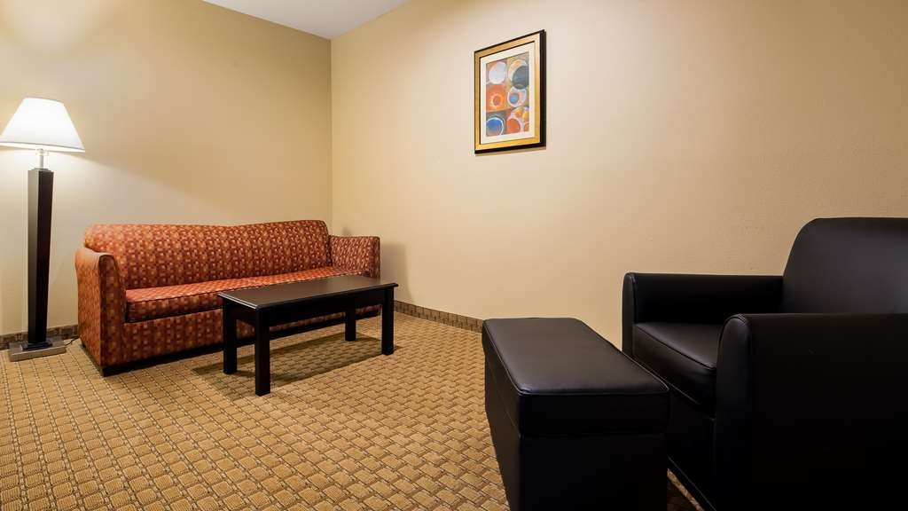 Best Western Saluki Inn - Spend some time after a hectic day in the living room featured in our king suite.