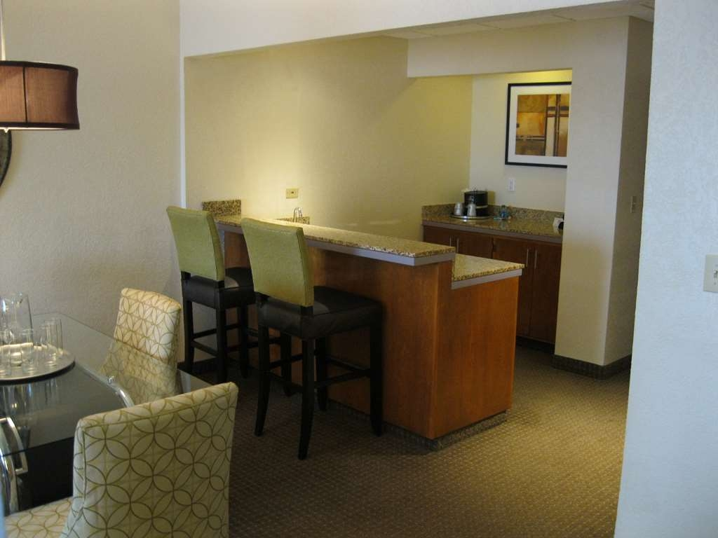 Best Western Plus Antioch Hotel & Suites - Suite