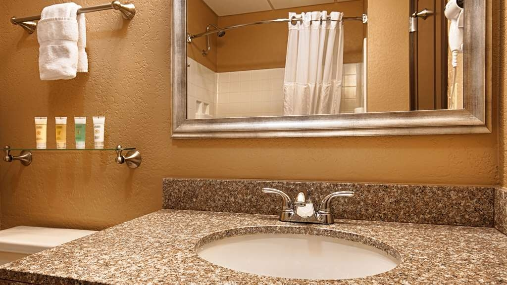 Best Western Plus Antioch Hotel & Suites - Enjoy getting ready for a day of adventure in this fully equipped guest bathroom.
