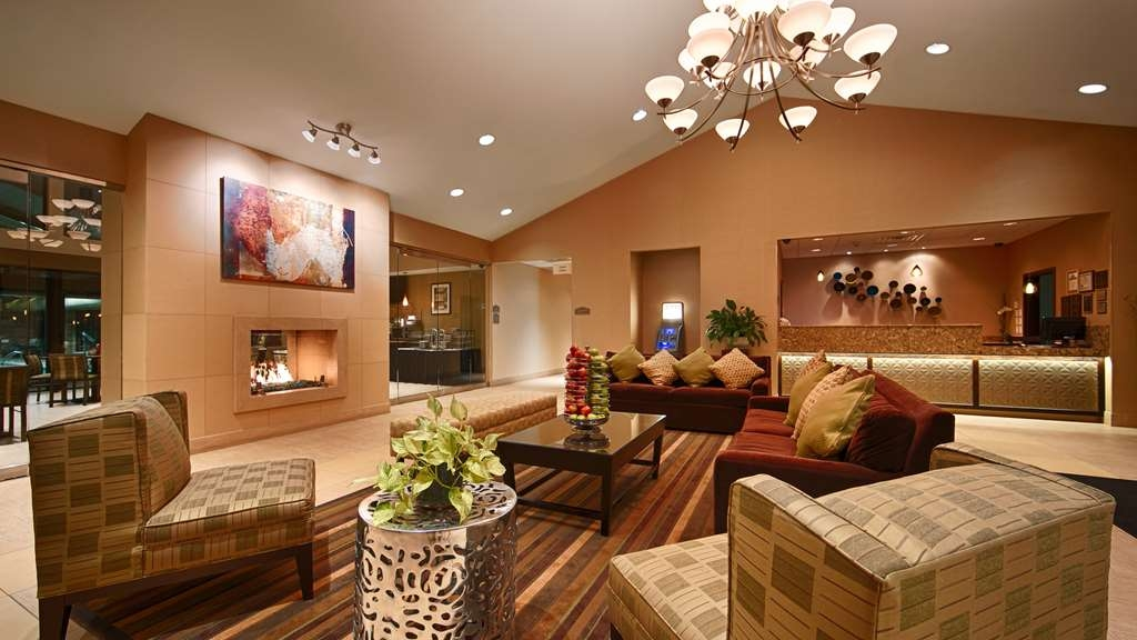 Best Western Plus Antioch Hotel & Suites - Plenty of room to unwind in our spacious lobby.