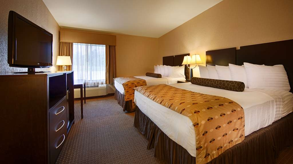 Best Western Plus Antioch Hotel & Suites - Bring your whole family along and book a two queen standard guest room.